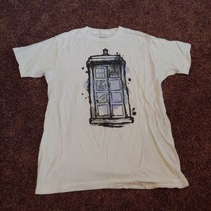 Dr who white t-shirt with phone booth